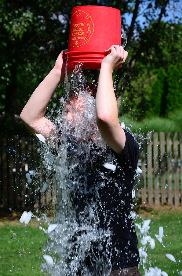 596px-Doing_the_ALS_Ice_Bucket_Challenge_(14927191426)